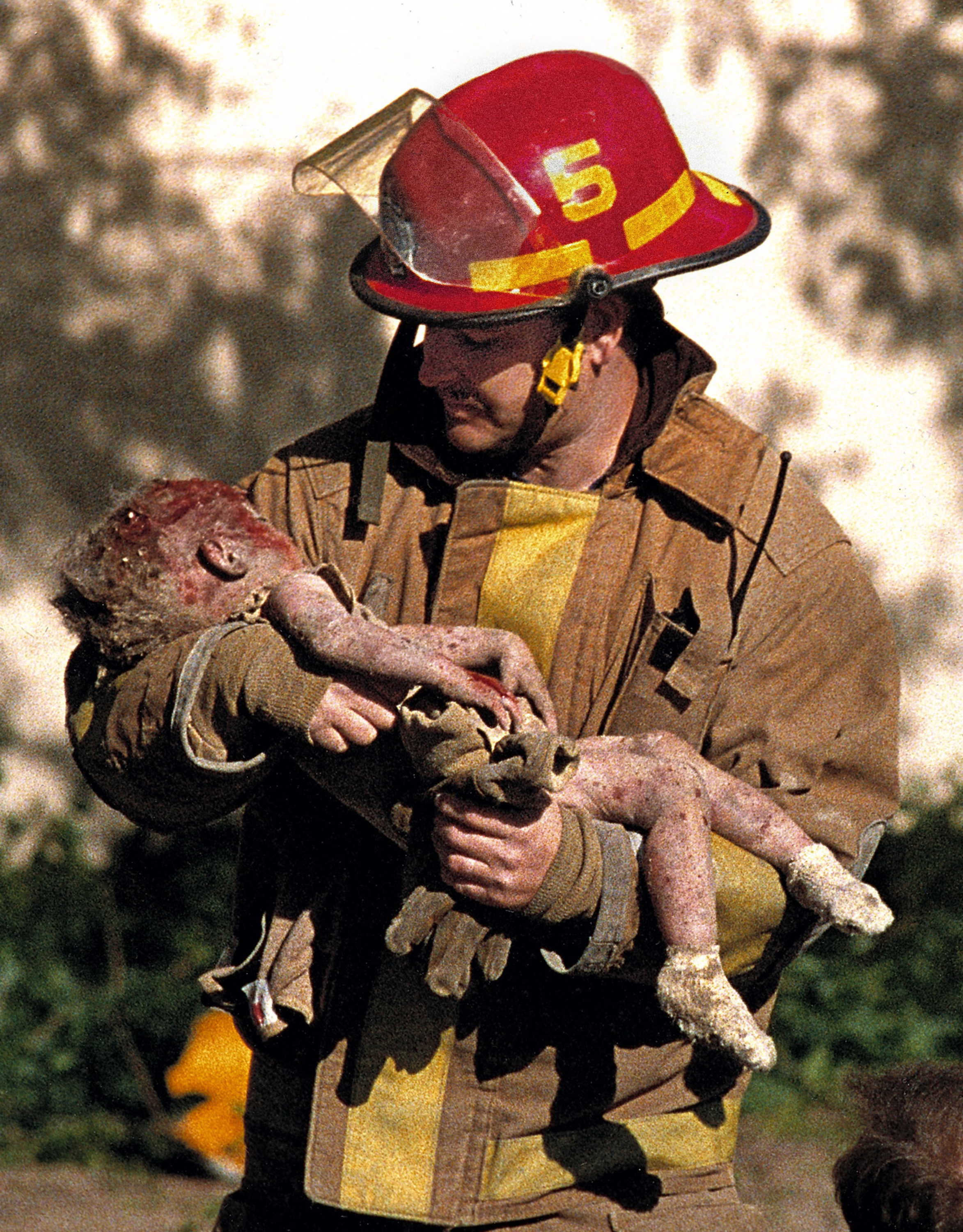 Oklahoma City fire Capt. Chris Fields carries 1-year-old Baylee Almon, injured in the April, 19, 1995 bombing of the Alfred Murrah Federal Building in downtown Oklahoma City. The child died of her injuries. (Charles H. Porter IV via AP)