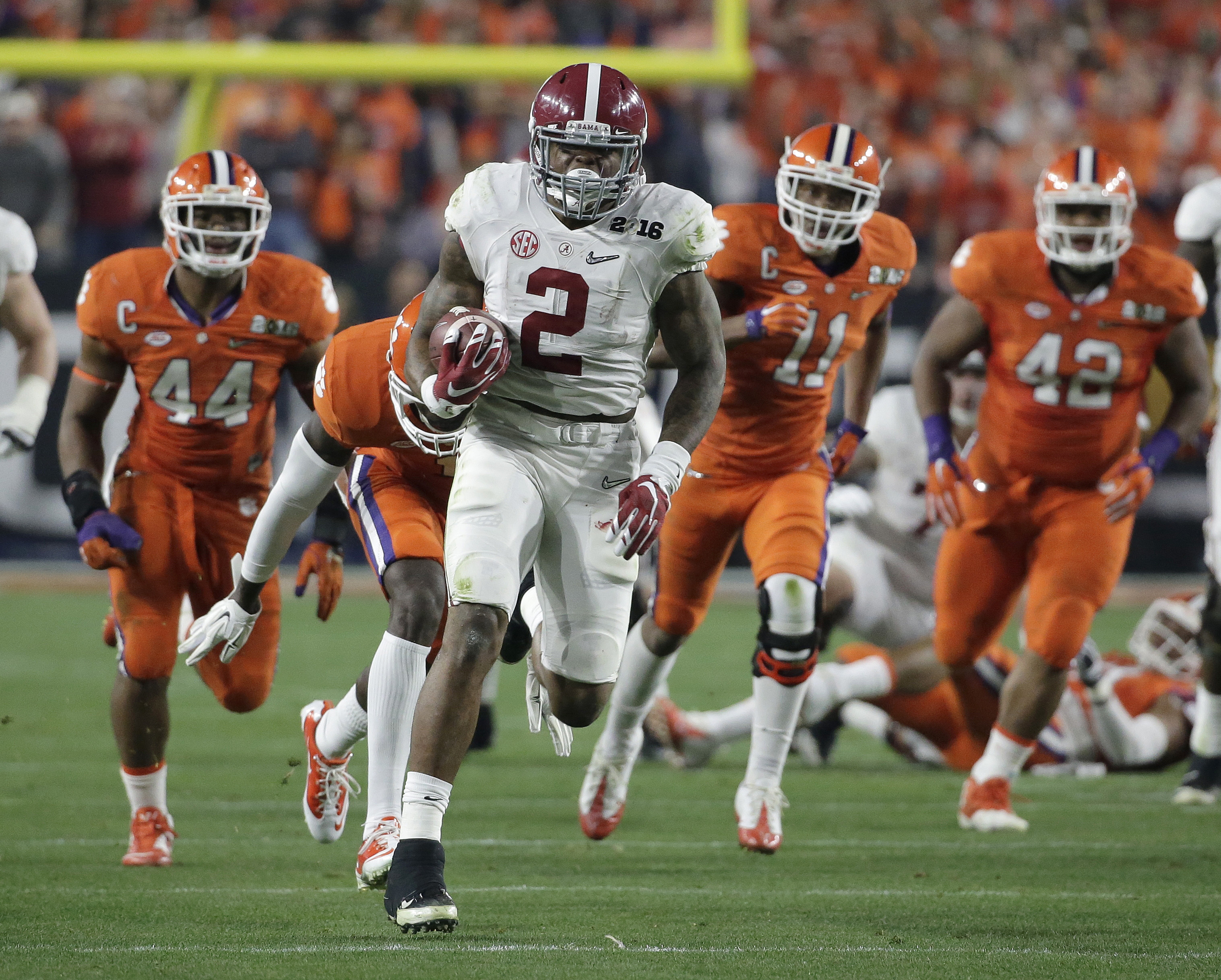 Alabama's Derrick Henry runs for a touchdown in the NCAA college football championship game in Glendale, Ariz. on Jan. 11, 2016, in which Alabama defeated Clemson to become the most recent national champion. (AP Photo/Chris Carlson)