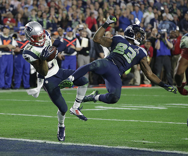 New England Patriots cornerback Malcolm Butler (21) intercepts a pass intended for Seattle Seahawks wide receiver Ricardo Lockette (83) during the second half of NFL Super Bowl XLIX football game Sunday, Feb. 1, 2015, in Glendale, Ariz. (AP Photo/Kathy Willens)