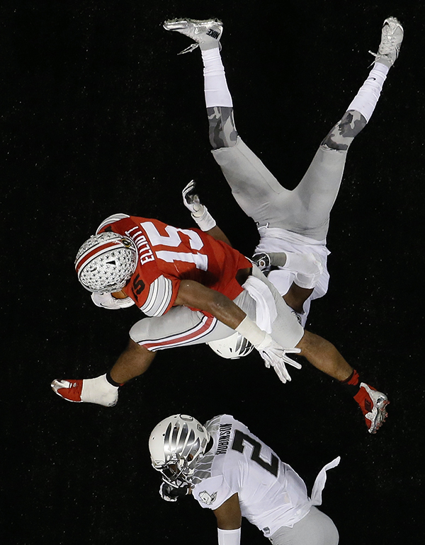 Ohio State's Ezekiel Elliott (15) breaks away for a nine-yard touchdown run during the NCAA college football playoff championship game against Oregon Monday, Jan. 12, 2015, in Arlington, Texas. (AP Photo/Tony Gutierrez)