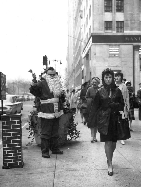 Mulligan rings the bell as a sidewalk Santa Claus along New York's Fifth Avenue outside Tiffany's in December 1960.